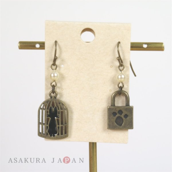Photo1: Studio Ghibli Accessory Kiki's Delivery Service Pierced Earrings 22228 Jiji Cage & Keyhole (1)